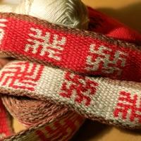 karetkový pás - slovanské symboly